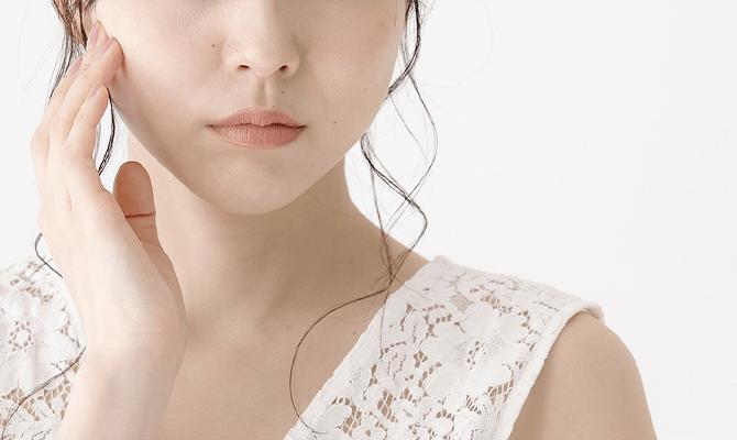 肌を気にする女性イメージ画像